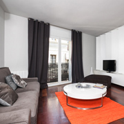 Apartment in Barcelona center, with terrace. Great location near Plaza Catalunya.