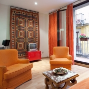 Accomodation in Barcelona's Gotico quarter. Near the Ramblas and Barceloneta's beach