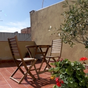 Apartment rentals in Barcelona. accomodation with terrace near to beach and the Ramblas