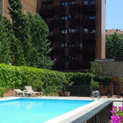 apartments with swimming pool barcelona