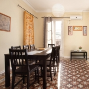 Cheap apartments Barcelona with 3 bedrooms. Cheap apartment located near Paseo de Gracia, university