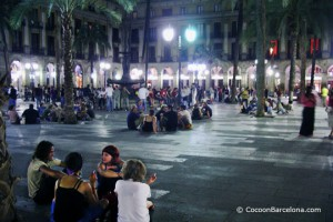 Plaza-real-young-outside