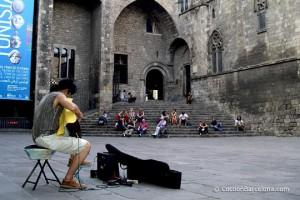 barcelona-guitar-player