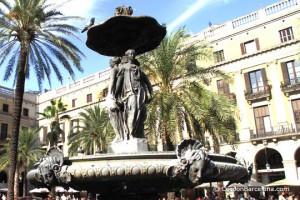 barcelona-plaza-real-tourist