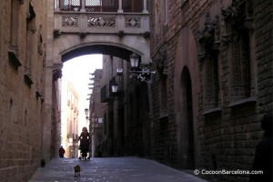 barri-gotic-typical-street-cathedral
