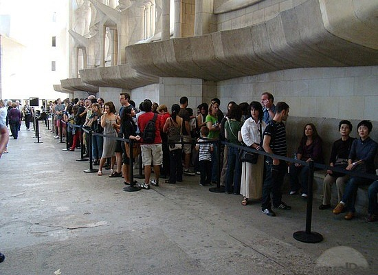SAGRADA FAMILIA: How to avoid the queue to buy your ticket